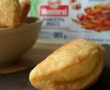 Calzoni con pancetta dolce e provola