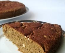 Torta al caffè con pinoli e uvetta