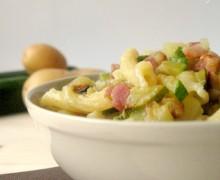 Pasta con zucchine, patate e pancetta