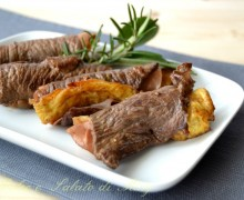 Involtini di carne con omelette e prosciutto