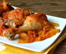Pollo con peperoni e pomodori