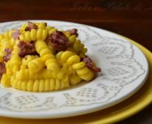Pasta con crema di zucca e salsiccia