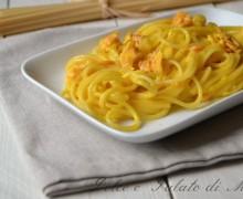 Spaghetti alla carbonara con salmone