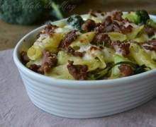 Pasta al forno con broccoli e salsiccia