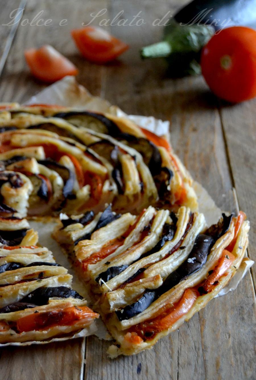 Torta spirale di melanzane e pomodori dolce e salato di miky for Torte salate con pasta sfoglia
