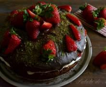 Torta di fragole e cioccolato