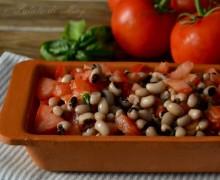 Insalata di fagioli e pomodori freschi