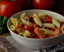 Pasta fredda con fagioli e pomodori