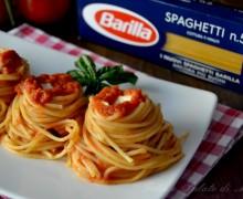 Nidi di spaghetti con mozzarella di bufala