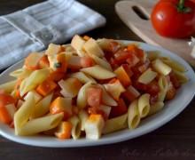Pasta fredda con surimi e pomodori