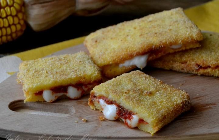 Sandwich di polenta alla pizza
