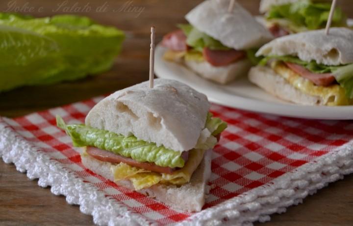 Bocconcini di pane con wurstel e omelette