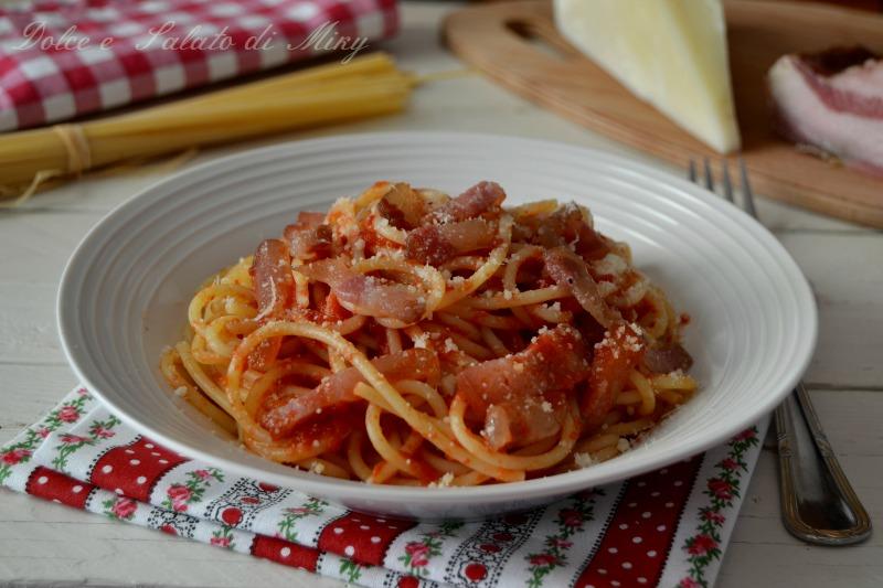 Spaghetti all 39 amatriciana primo piatto tipico laziale for Piatto tipico romano