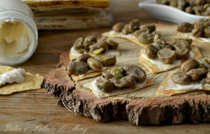 Pane carasau con fave e pecorino