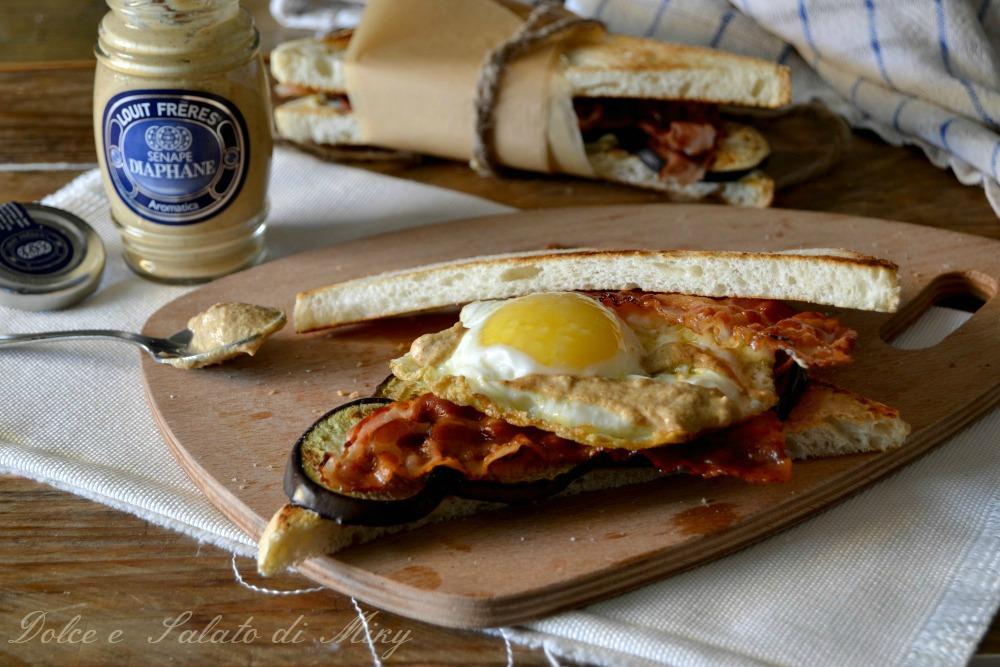 Sandwich con uova bacon e senape