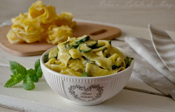 Tagliatelle cremose con zucchine