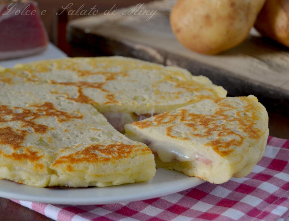 Focaccia di patate in padella