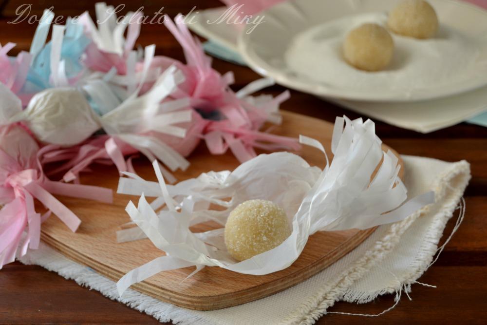 Gueffus dolci sardi a base di mandorle avvolti a caramella for Ricette dolci sardi