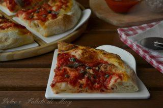 Pizza alla napoletana con aglio