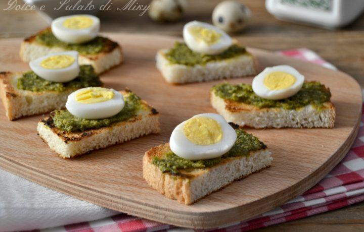 Crostini con uova e pesto