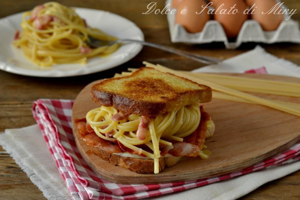 Sandwich di spaghetti alla carbonara