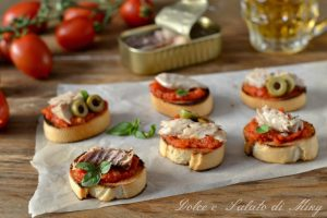 Crostini con filetti di sgombro