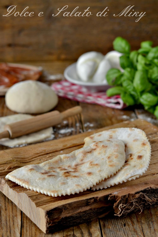 Calzoni in padella con prosciutto e mozzarella
