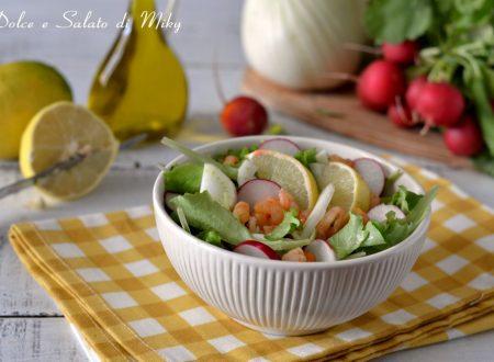Insalata di verdure e gamberetti