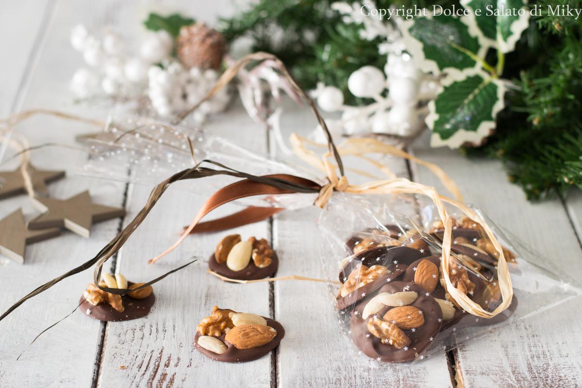 Cioccolatini con frutta secca