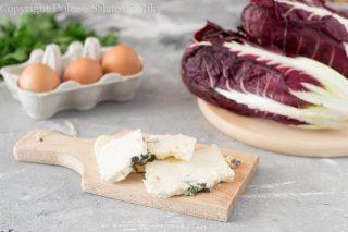 Crespelle con radicchio e formaggio erborinato