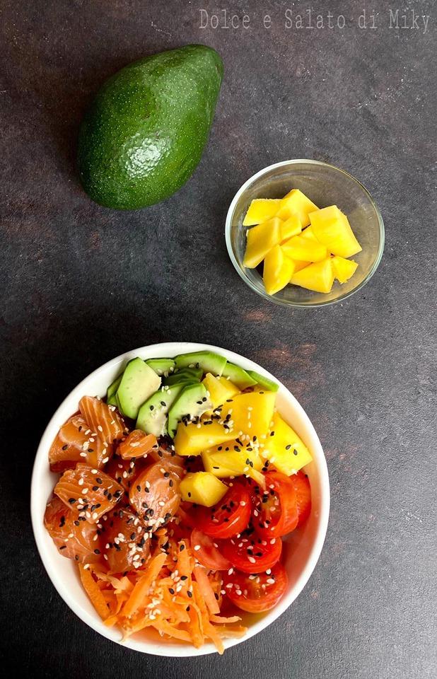 Poke bowl salmone e avocado