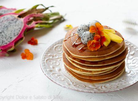 Pancake alla ricotta con frutta esotica