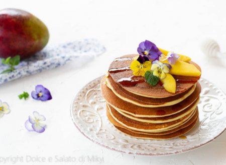 Pancake con sciroppo d'acero e mango