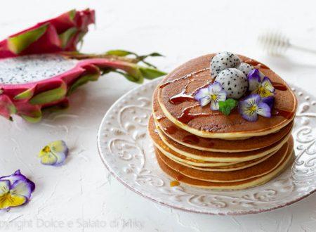Pancake allo yogurt con pitaya rossa