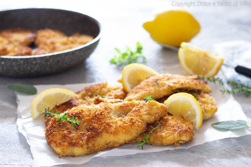Cotolete di pollo al limone con aromi