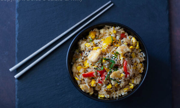 Riso thai con pollo e uova