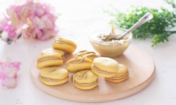 Biscotti con crema al pistacchio