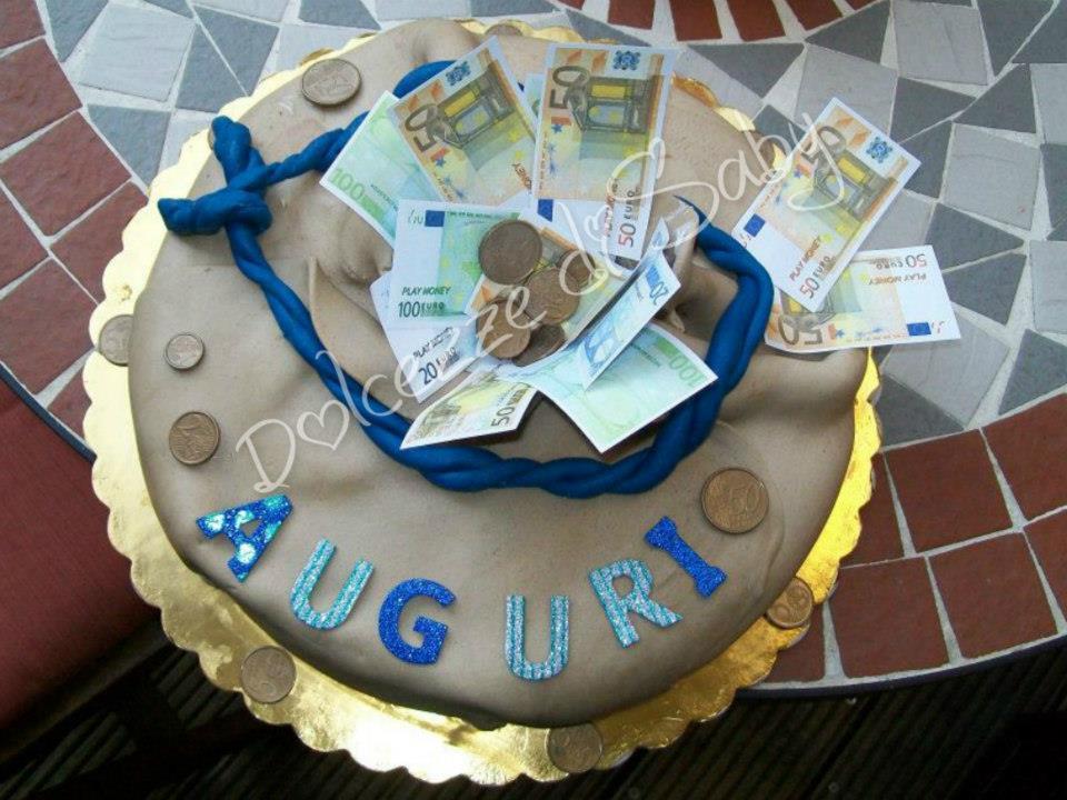 Chi non vorrebbe avere un sacco di soldi....beh io ho la torta ;) purtroppo ho solo questa foto e non si vede in prospettiva .