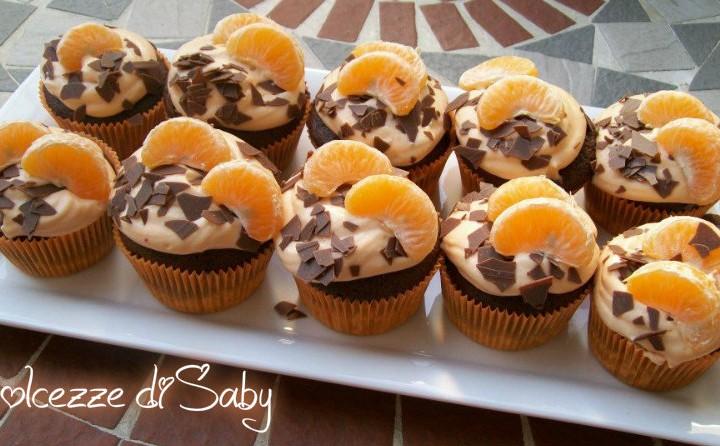 Cupcakes al cioccolato con crema all'arancia