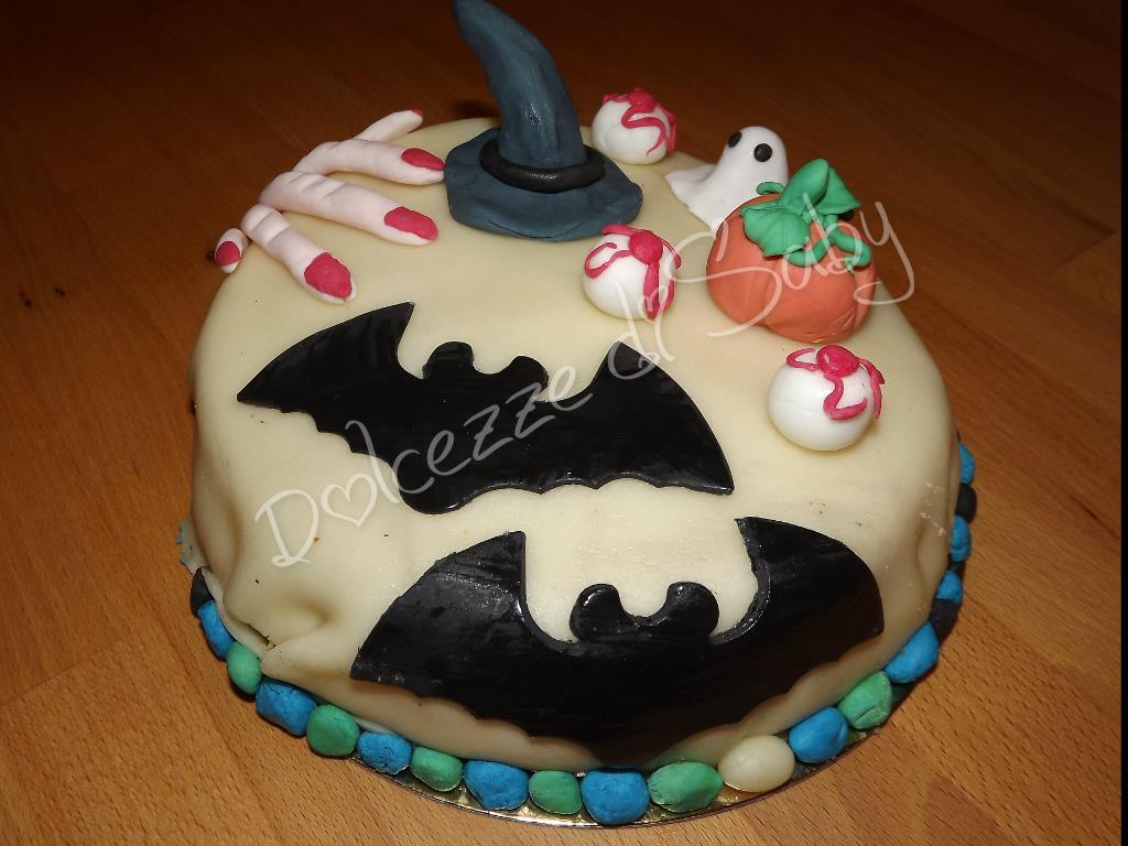 Pipistrelli fantasmi e streghe venite a me....ecco la mia torta per Halloween mostruosamente simpatica :P