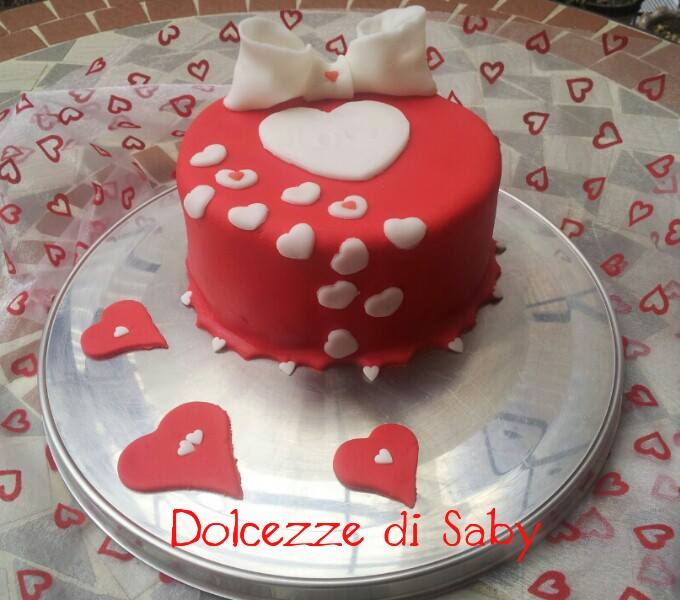 tanti tanti cuori é il perfetto simbolo per la torta di San Valentino ecco la mia <3