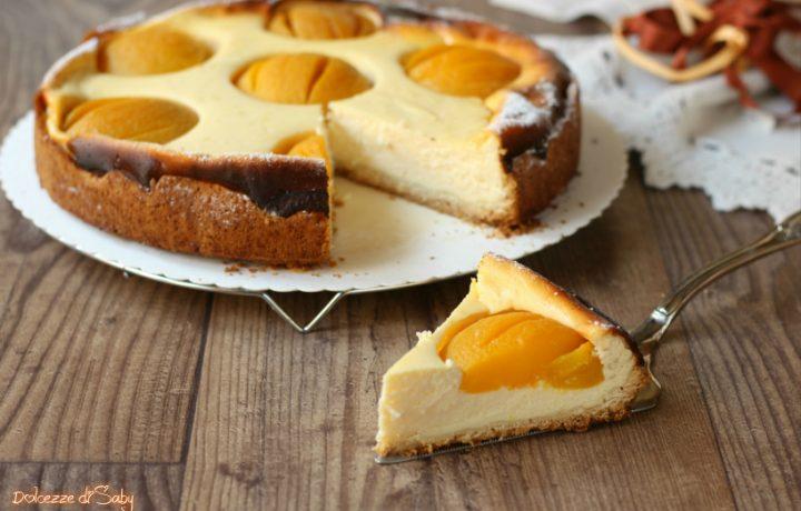 Cheesecake con pesche sciroppate (Käsekuchen ricetta tedesca)