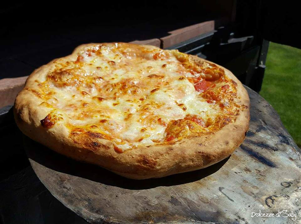 Ricetta Impasto Pizza Forno A Legna.Pizza Cotta Nel Forno A Legna