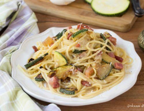 Finta carbonara con zucchine e speck