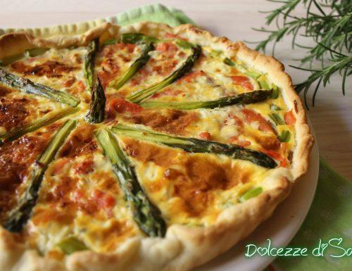 Torta salata con salmone ed asparagi
