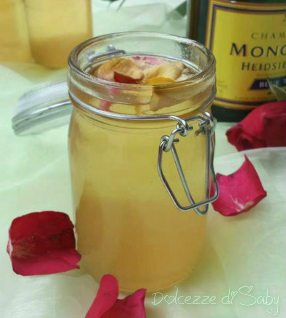 Gelatina Di Petali Di Rose E Champagne