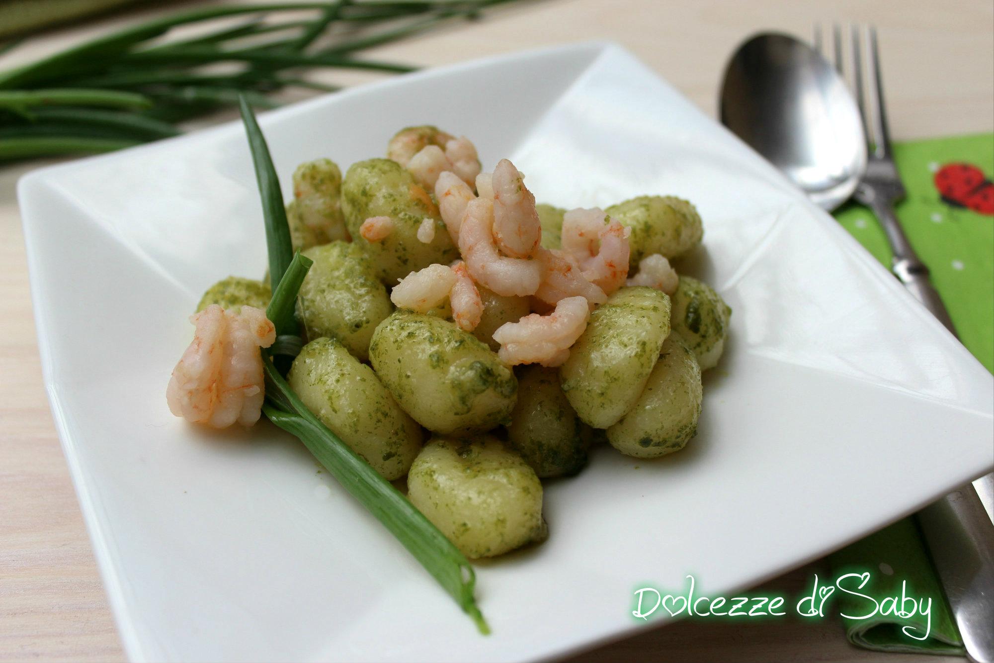 Gnocchi pesto e gamberetti (piatto veloce e gustoso)