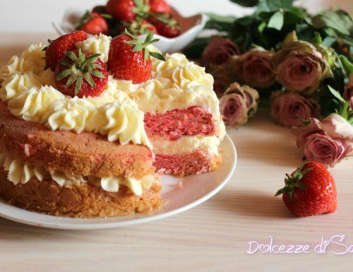 Torta nude alle fragole (Nude Erdbeertorte)