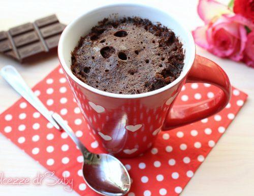 Torta in tazza al cioccolato (mug cake)
