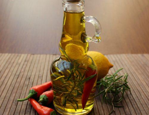 Olio piccante limone e rosmarino